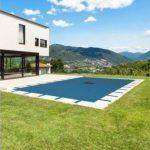 Bâche piscine rectangulaire 6 x 10 m avec filet d'écoulement centrale - couverture piscine - bache imperméable - baches piscine de la marque Bâches Direct image 1 produit